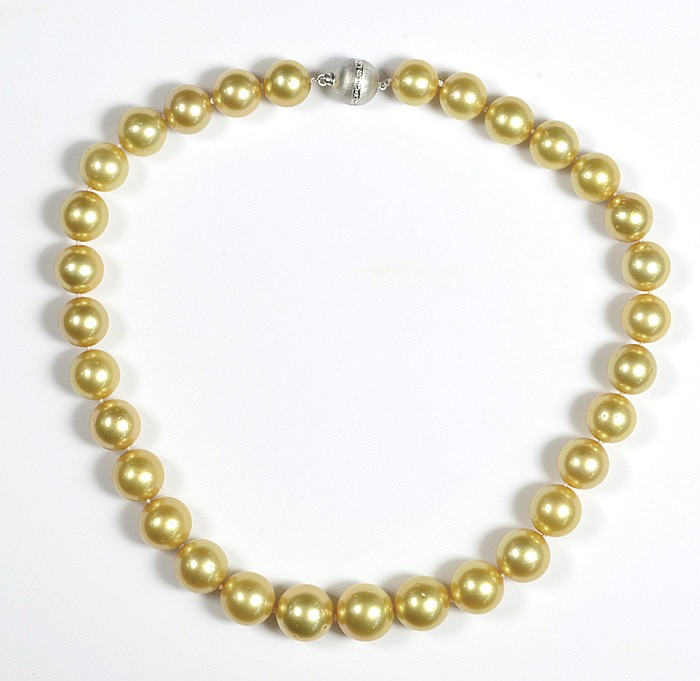 GOLDEN SOUTH SEA PEARL NECKLACE, with 31 graduated