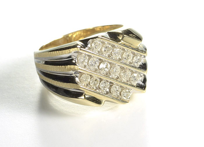 MAN'S DIAMOND AND TEN KARAT GOLD RING, set with 16