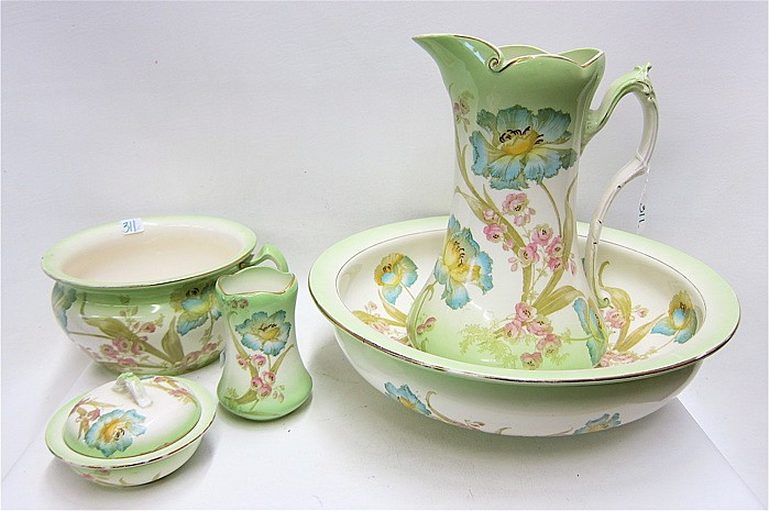 FIVE PIECE ENGLISH PORCELAIN CHAMBER SET, c.