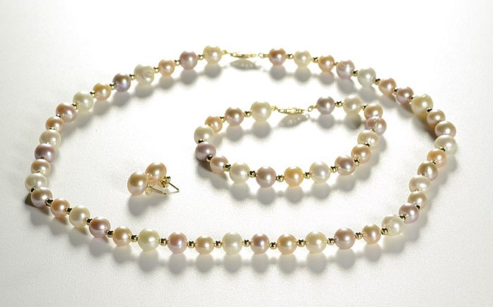 FOUR ARTICLES OF PEARL JEWELRY, including a