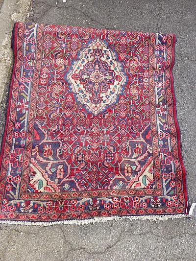 A modern Hamadan carpet, red ground, approx. 167 x