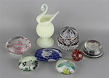 ASSORTED GROUP OF EIGHT GLASS ITEMS