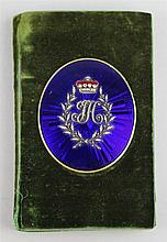 GEORGIAN AIDE-MEMOIRE DECORATED WITH A MEDALLION OF ROSE CUT DIAMONDS AND GUILLOCHE ENAMEL