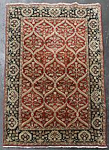 SAFAVIEH OLD WORLD WOOL RUG, NUMBER OW119A