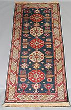 RUSSIAN FIVE MEDALLION WOOL RUNNER