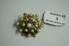 Broche ronde en or jaune, ornée au centre d'un motif étoilé décoré d'un filet d'émail noir, serti de perles de culture et diamants taillés en rose.  (manque deux perles).  XIXesiècle.  Poids brut: 15g.