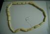 Collier en ivoire à motifs géométriques.  Longueur: 42cm.  Selon la tradition familiale ce collier a été acheté directement à Catherine Noll