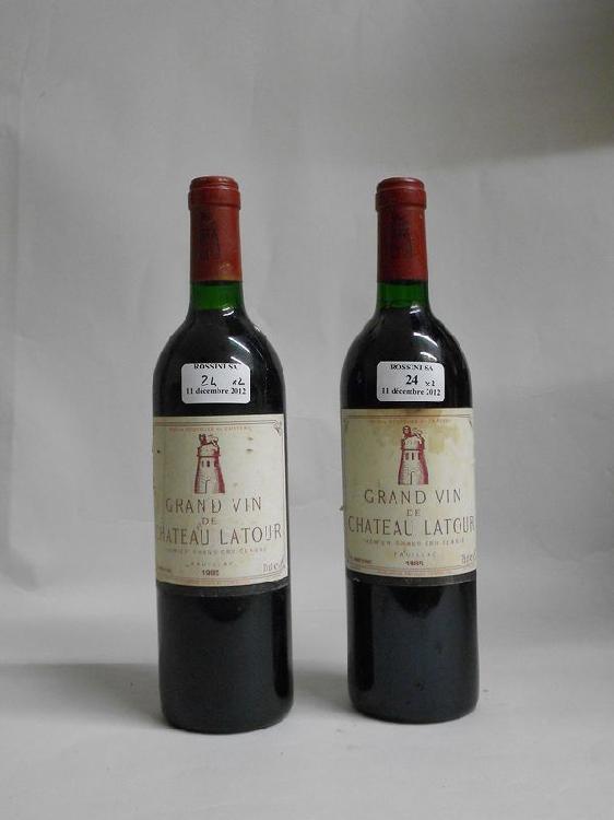 2 bouteilles  CH. LATOUR, 1° cru Pauillac  1985  (fânées, 1 tachée)