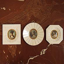 Lot de 3 miniatures sur ivoire, portraits de marquises en médaillon, peintes, encadrement plaqué ivoire