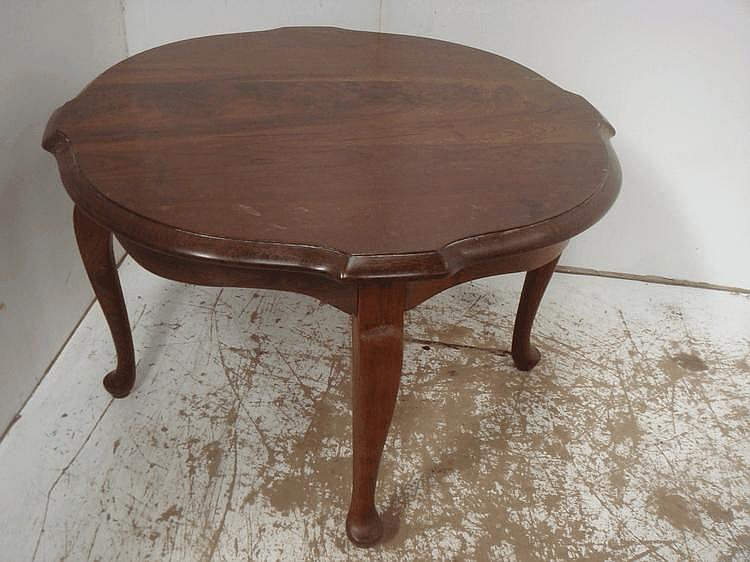 Mahogany Circular Coffee Table on Cabriole Legs