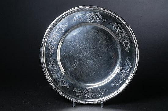 AMERICAN STERLING SILVER PLATTER. - 22 oz., 2 dwt.; 11 1/4 in. diam.