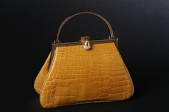 JUDITH LEIBER OCHRE ALLIGATOR HANDBAG. - 4 3/4 in. x 7 1/4 in. x 2 in.