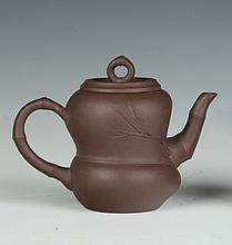 CHINESE YIXING DOUBLE GOURD TEA POT, Dao Min Min maker's mark, circa 1980. - 3 1/4 in. high.