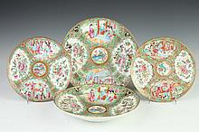 FOUR CHINESE ROSE MEDALLION PORCELAIN PLATES, 19th Century. - Largest: 9 7/8 in. diam.