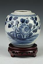 CHINESE BLUE AND WHITE PORCELAIN JAR. Qing Dynasty. - 4 in. high.