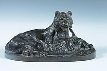 CONTINENTAL SCHOOL (19th/20th century). TIGER WITH KILL, bronze antique.