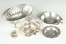 FIVE SMALL PIECES CENTRAL, SOUTH AMERICAN AND SPANISH SILVER, 900 to 925 silver standard. - 15 oz., 8 dwt.; 2 1/2 in. x 6 1/4 in., Sanb