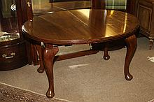 QUEEN ANNE STYLE MAHOGANY OVAL DINING TABLE, Late 19th - 20th century. - 27 1/4 in. x 50 in. x 41 in.