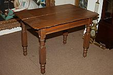 VICTORIAN GOLDEN OAK TABLE. - 30 1/2 in. x 42 in. s 28 1/2 in.