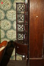 AMERICAN WOOD CORNER CABINET WITH FOUR SHELVES AND ONE DOOR.