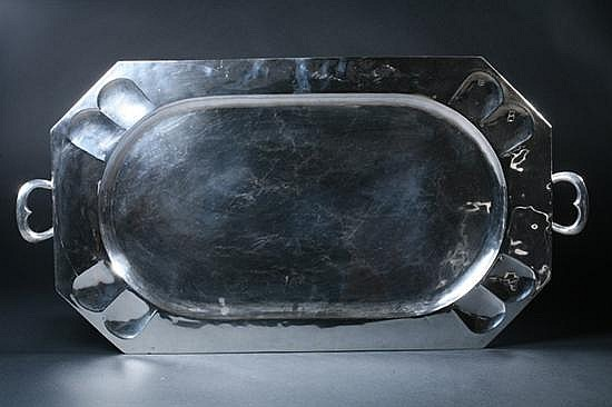 LARGE MEXICAN STERLING SILVER TRAY, Hecho en Mexico/925. - 137 oz., 6 dwt.; 30 in. x 18 in., without handles.