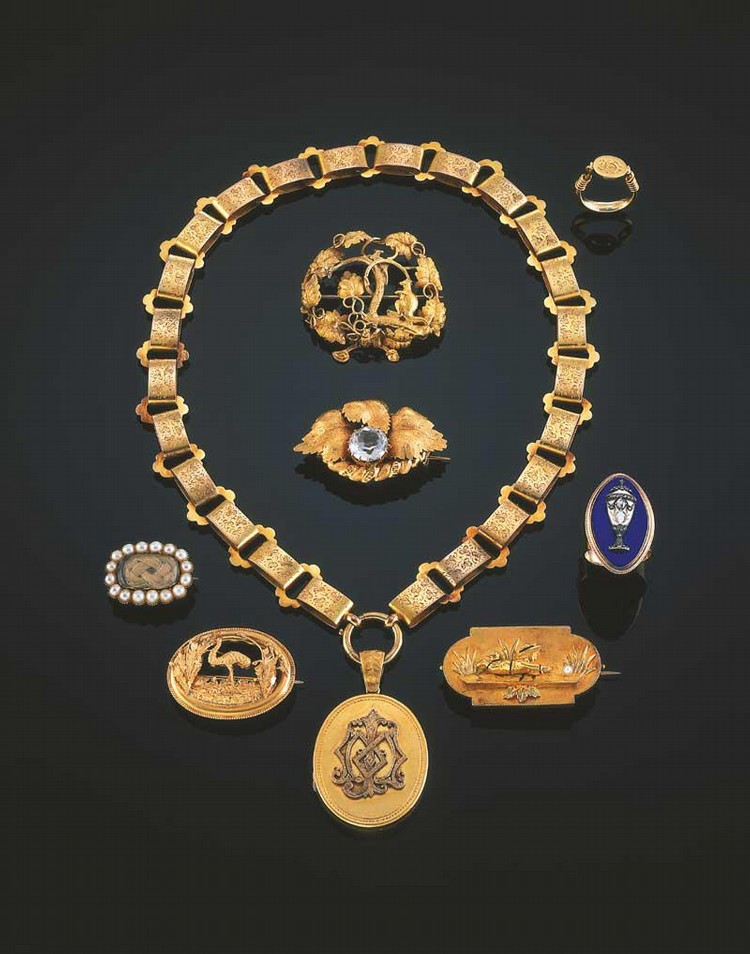 A GOLD MOURNING BROOCH