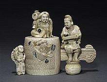 An inlaid ivory figural box and coverMeiji period (2)