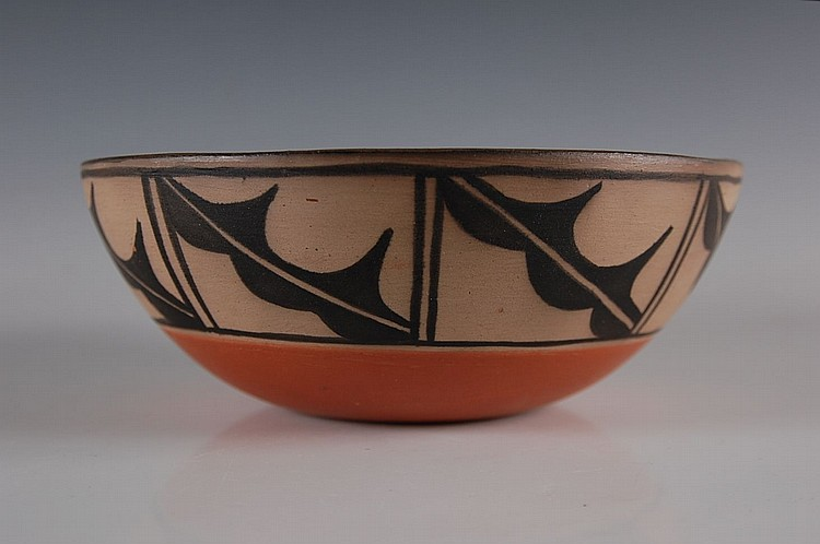 SANTO DOMINGO NATIVE AMERICAN POTTERY BOWL