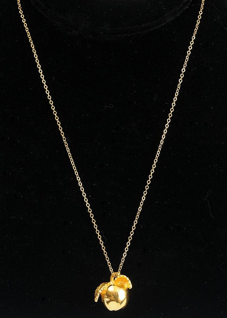 18K GOLD APPLE PENDANT NECKLACE