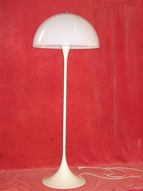 Stehlampe Panthella, Louis Poulsen, designed by