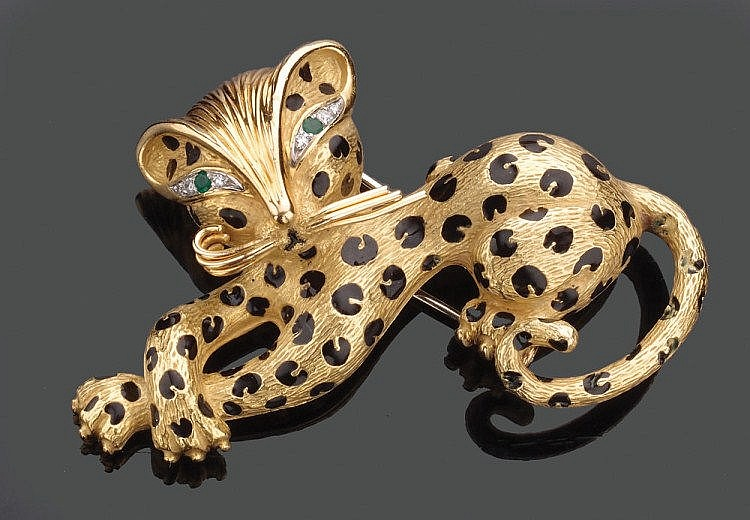 An 18K Gold brooch