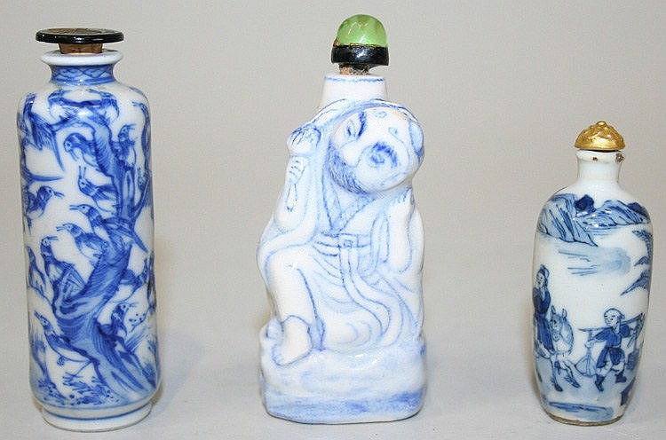 Three Chinese blue and white porcelain snuff