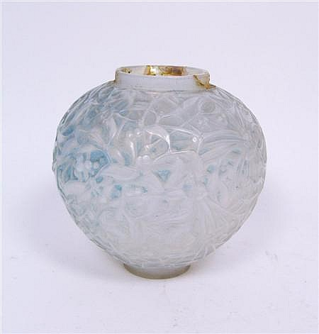 R. LALIQUE 'GUI' OPLAESCENT GLASS VASE, DESIGNED 1920 16cm high