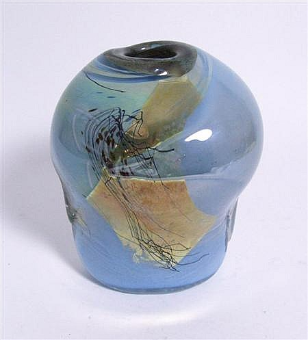 SAM HERMAN FREEFORM STUDIO GLASS VASE, DATED 1982 18cm high