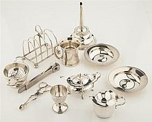 A collection of items Combined weighable silver: 28.6oz
