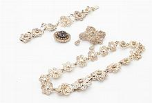 A collection of filigree silver jewellery to include
