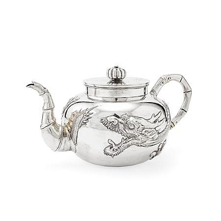 * CHINESE EXPORT SILVER TEAPOT 11cm high, 12oz