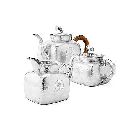 THREE PIECE CHINESE EXPORT SILVER TEA SET Teapot 15.5cm high, combined weight 30oz