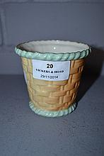 Antique Royal China Works Worcester basket weave pattern pot, approx 8cm H