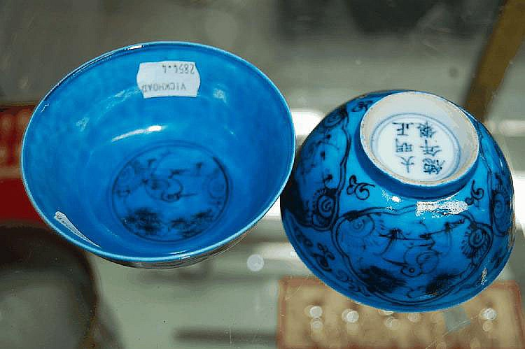 Fine pair of Chinese blue & White glazed bowls,