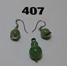 JADE BALL PENDANT AND A PAIR OF FISHHOOK EARRINGS