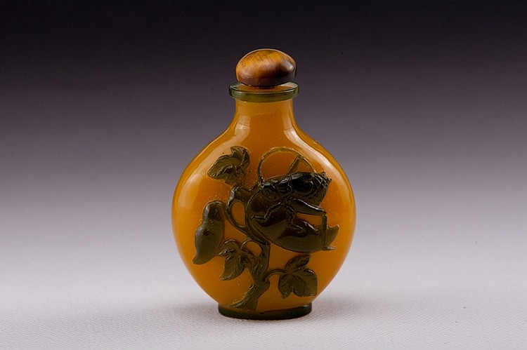 A brown overlay yellow glass snuff bottle - 19TH CENTURY