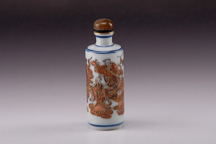 A gilt famille rose porcelain snuff bottle - 19TH CENTURY