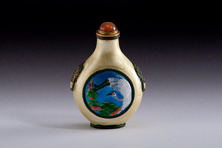 A famille -rose snuff bottle - 19TH CENTURY