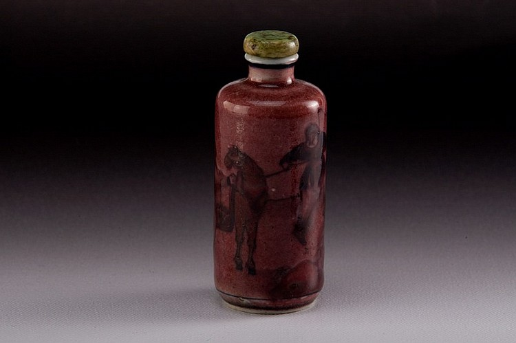 A iron-red porcelain snuff bottle - 19TH CENTURY