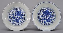 A PAIR OF BLUE AND WHITE DRAGON DISHES