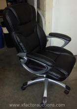 Black Vinyl Padded Portable Executive Arm Office Chair